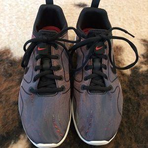 NWOT Women's Nike V2 Running Shoes